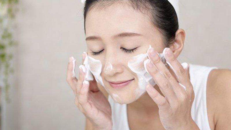 hoc cach rua mat chuan cho lan da dep nhu sao han 14 - Đôi điều về sữa rửa mặt thần kỳ SK-II Facial Treatment Gentle Cleanser 120g